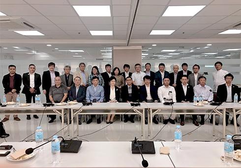 POEA(フィリピン海外雇用庁)での会談